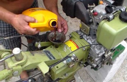 Какое масло в двигатель мотоблока