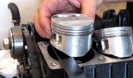 После замены колец двигатель дымит