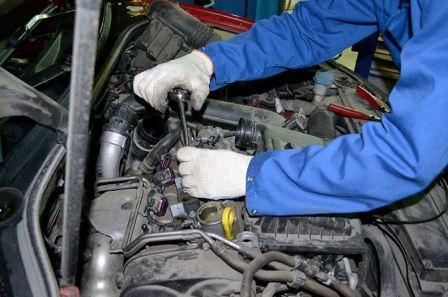После замены свечей двигатель не заводится