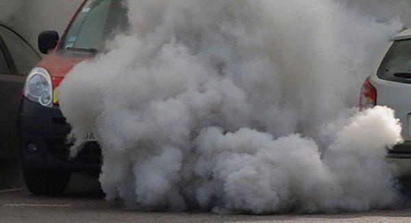 Черный дым из выхлопной трубы дизель
