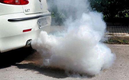 Дым из выхлопной трубы дизеля