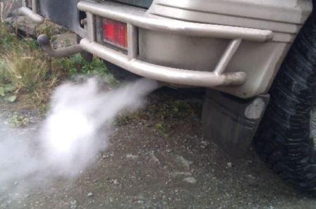 Белый дым из выхлопной трубы дизеля