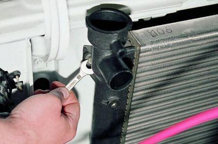 После замены радиатора греется двигатель